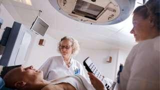 _85751375_c0235848-radiotherapy_treatment-spl